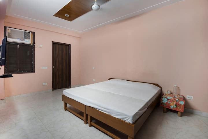 South delhi service apartment