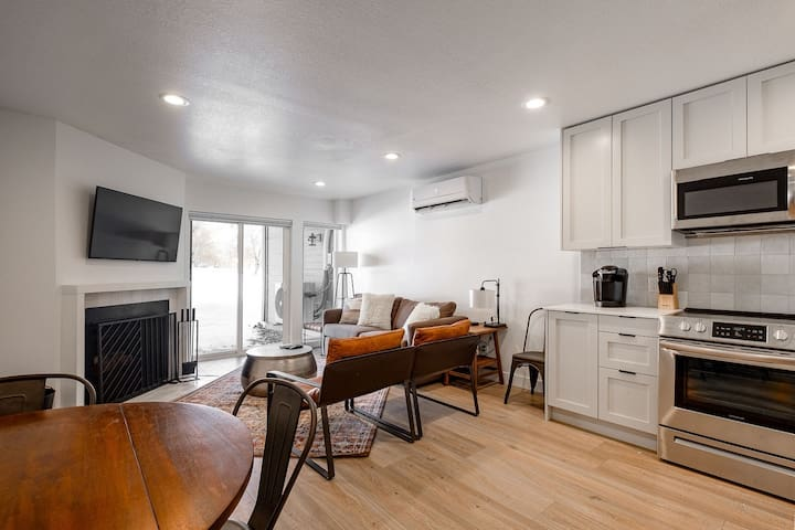 New Listing - renovated condo steps to chairlift