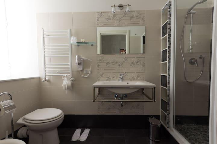 Fori Imperiali Bathroom