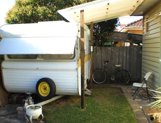 Comfy Caravan - Sunshine - Karavan