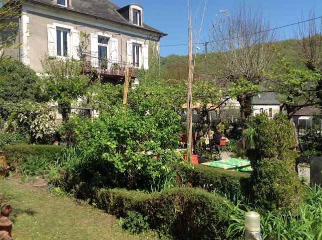 Sweet Home B&B in Dordogne Valley - Saint-Denis-lès-Martel - 家庭式旅館