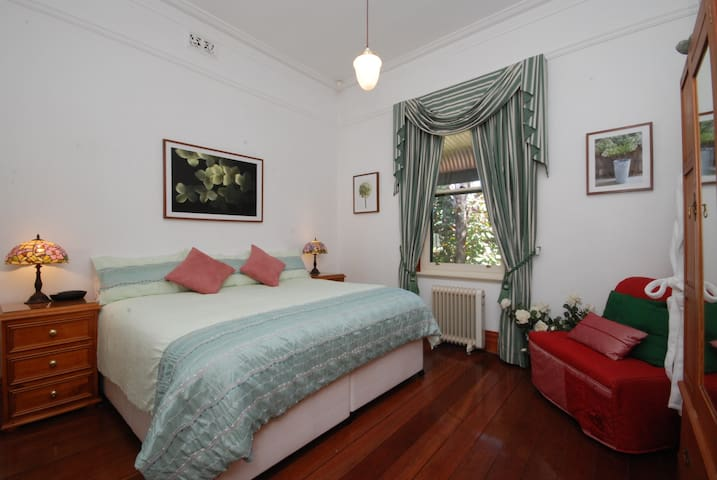 Classy King Bed Twin or Triple Room - Kuzey Perth - Oda + Kahvaltı