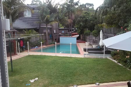 cosy cottage 20min walk to Dee Why - Talo