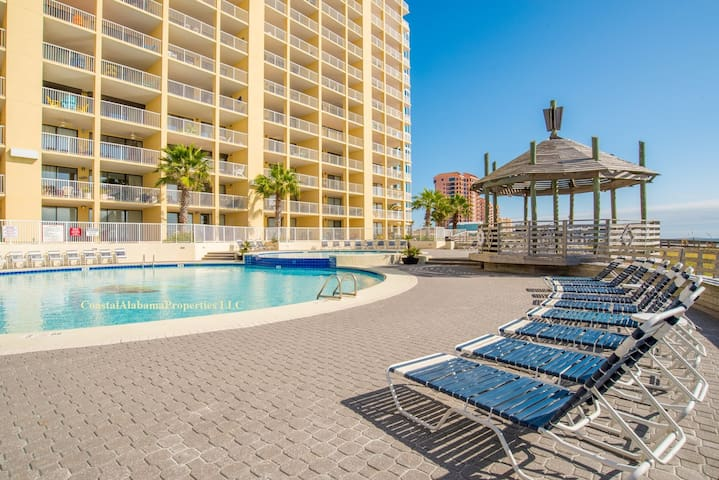 GORGEOUS Beachfront Penthouse:  pools, tennis, gym - Orange Beach