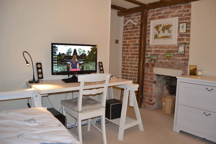 The End Cottage, Rotherfield, single / double room