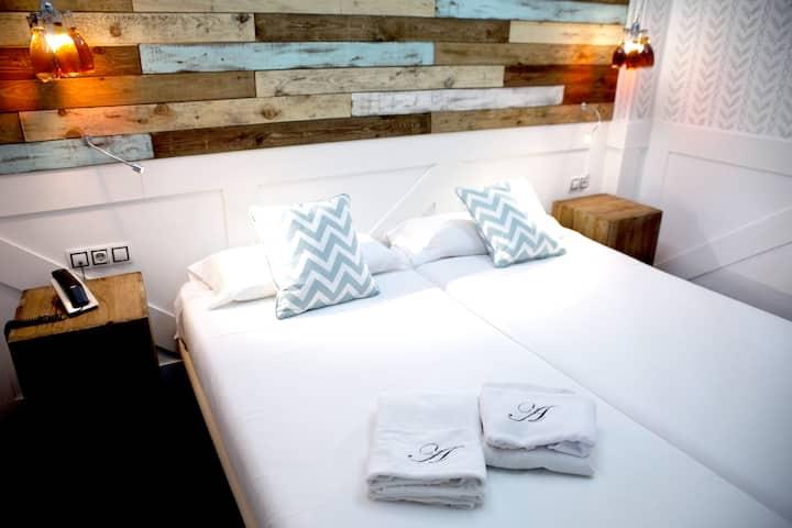 habitación con baño privado en  madrid/gran vía