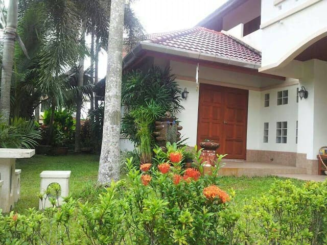 Quite 4 bedroom House with Garden - Kathu - House