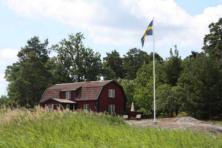 Skärgårdshus på sjötomt med brygga - Dalarö - Leilighet