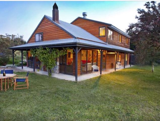 Rustic homestead close to the snow! - Jindabyne - Dom