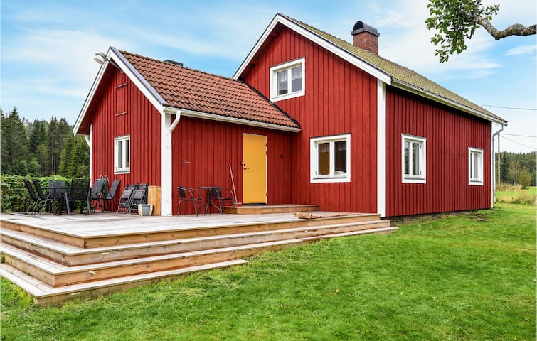 Holiday cottage with 3 bedrooms on 89m² in Årjäng