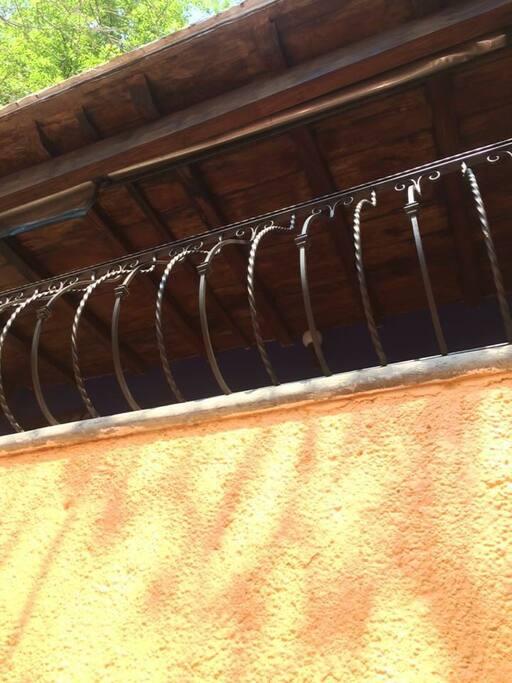 Balcón de cabaña lateral izq.