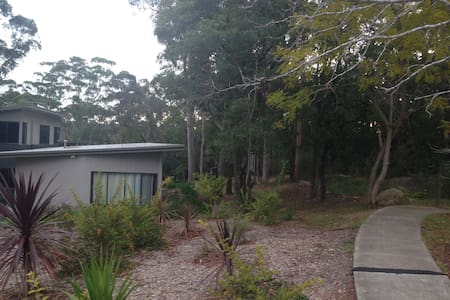 Sanctuary House- peaceful retreat - North Epping - 別荘
