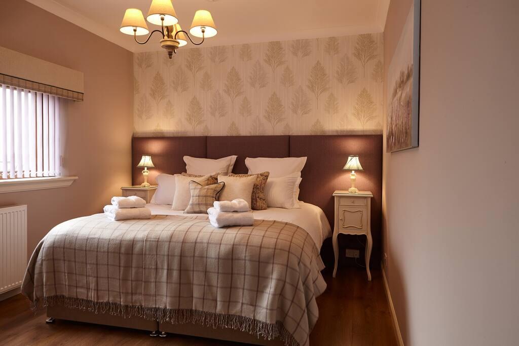 Bedroom 1 Super king or twin en suite