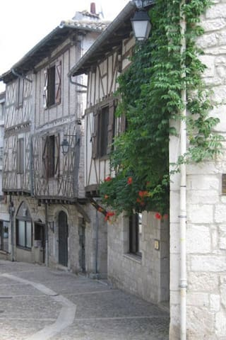 Large apartment in stunning village - Montcuq - Apartment