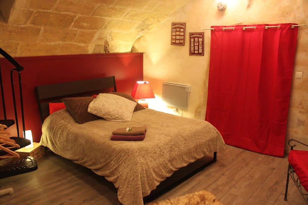 Chambre atypique centre historique bordeaux for Location appartement atypique bordeaux 33000