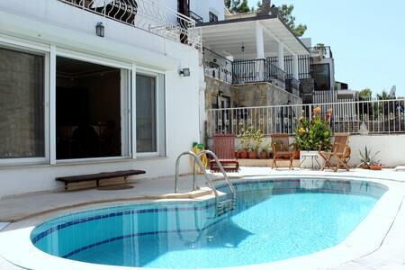 Bodrum Villa private pool sleeps 6 - Bodrum