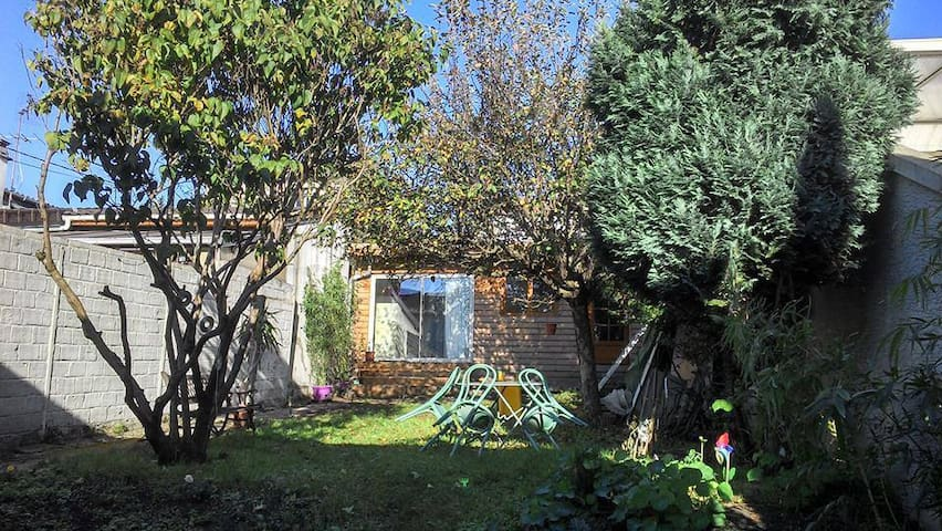 Studio en jardin, Cerca Paris! - Montreuil - Cabaña