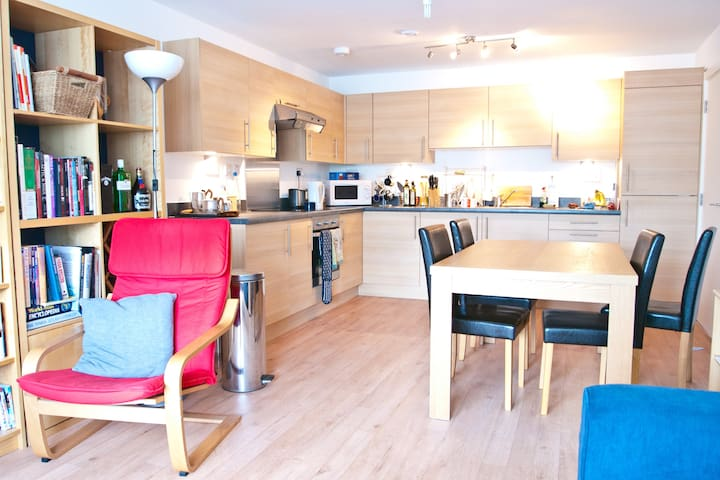 Modern Bright Apartment in Ealing