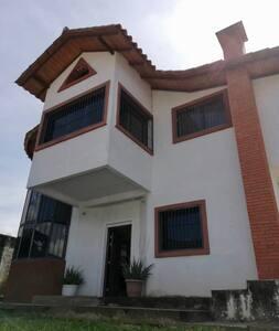 Casa Acogedora con clima de montaña