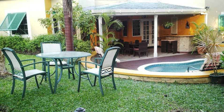 Private Villa with Plunge pool - Waterhall - Вилла