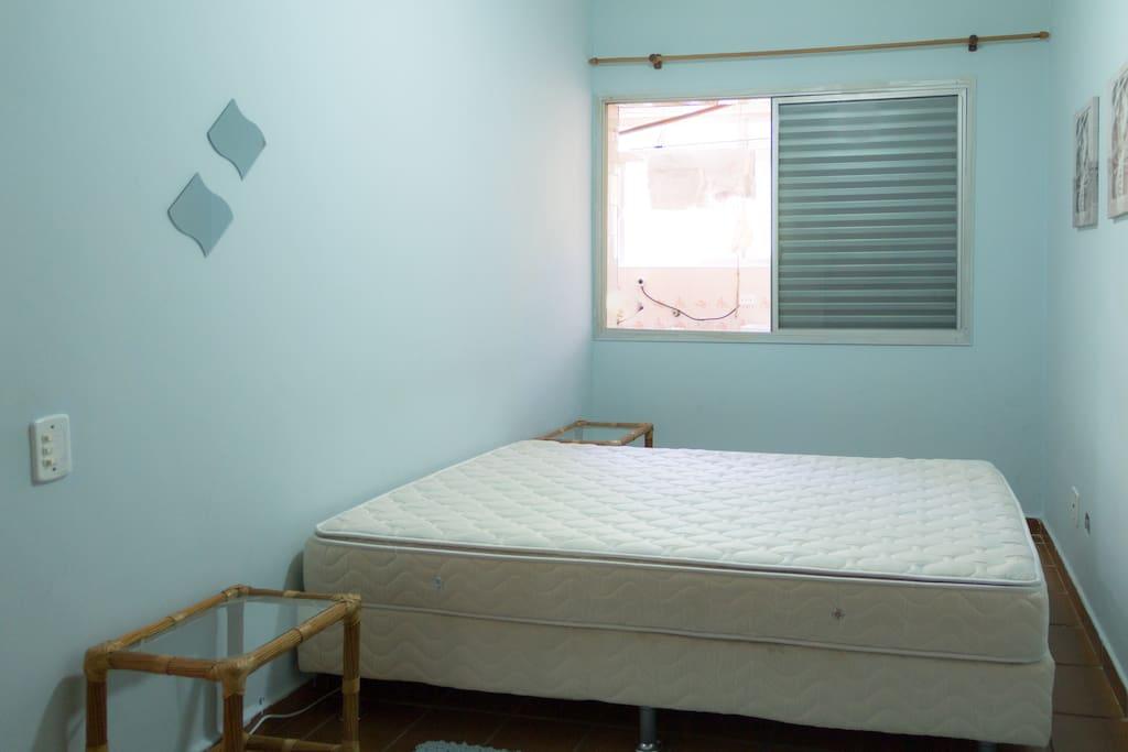 Quarto n°1 com cama box super confortável e com ventilador de teto