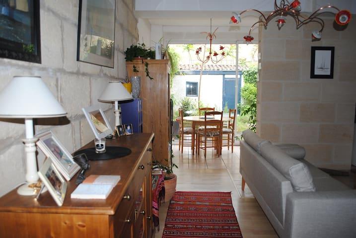 Echoppe avec jardin - บอร์กโดซ์ - ที่พักพร้อมอาหารเช้า