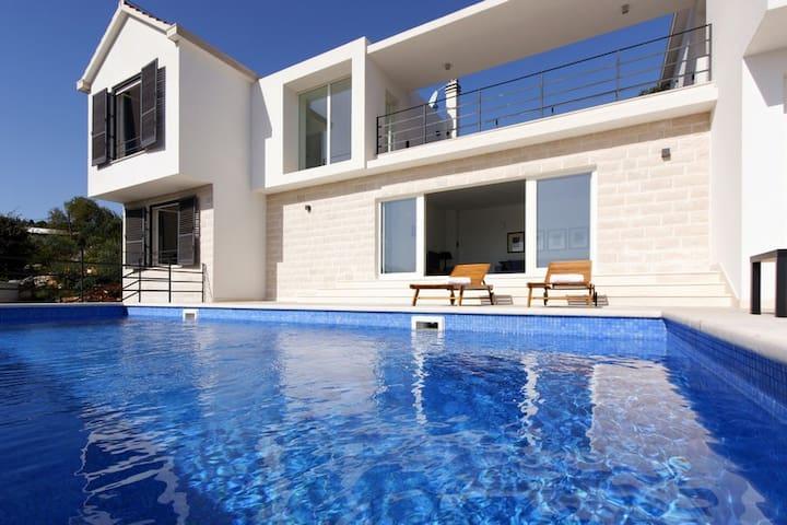 New modern luxury villa Andora