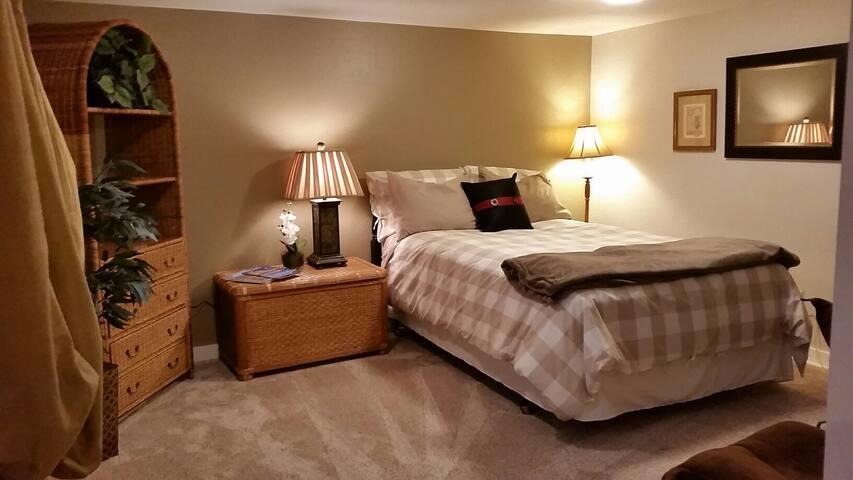 Private Studio Bedroom-Kitchenette