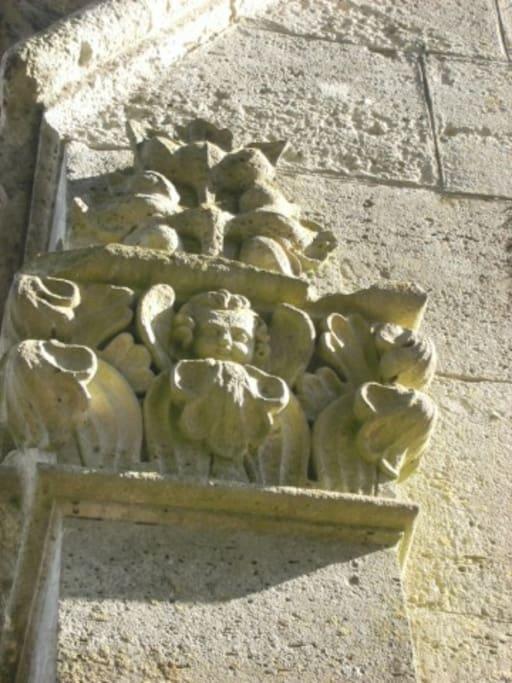 les anges sur les 4 piliers d'angle, d'où gite de l'Angelot!!