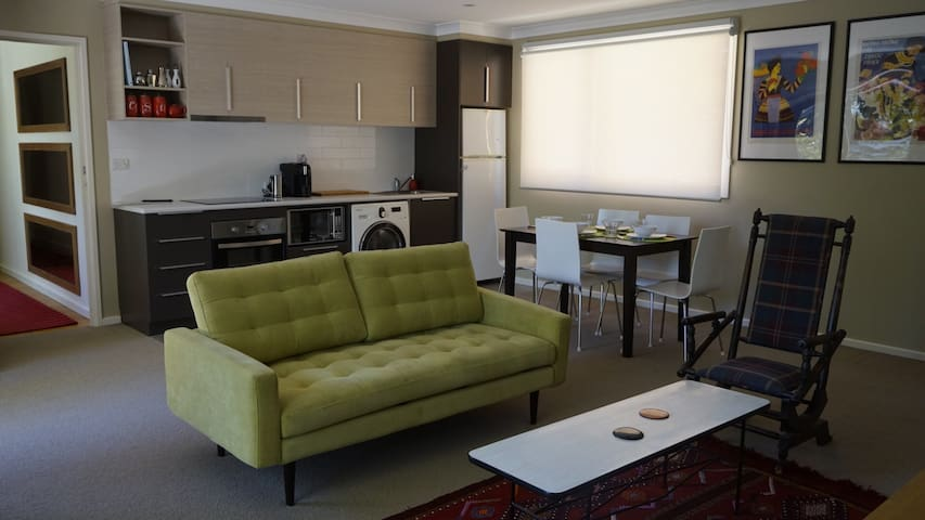 Light, spacious, quiet, 1 bedroom apartment - Chapman - Departamento