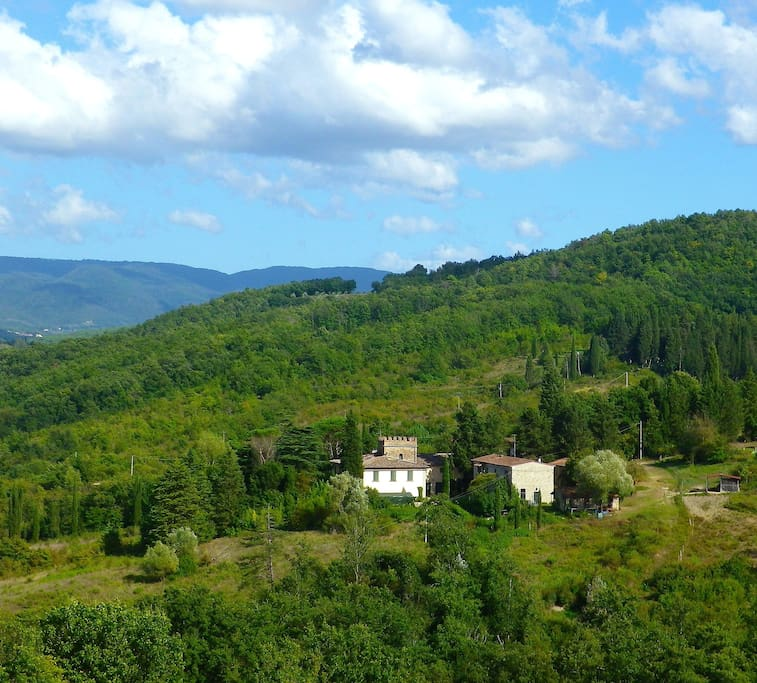 The farmhouse is situated in antique borgo