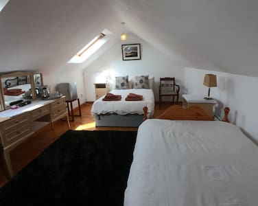 Rise & Shine  2 Single beds, Private Bathroom