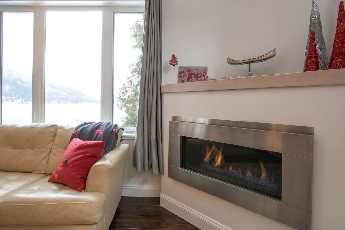 Zoë's Lighthouse, so awesome year round! Warm up by the fireplace after a fun day hiking in the autumn or enjoying the  ski slopes at Red Resorts.