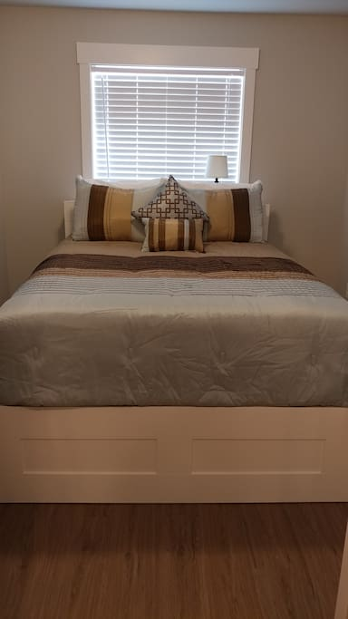 Plush queen size bed