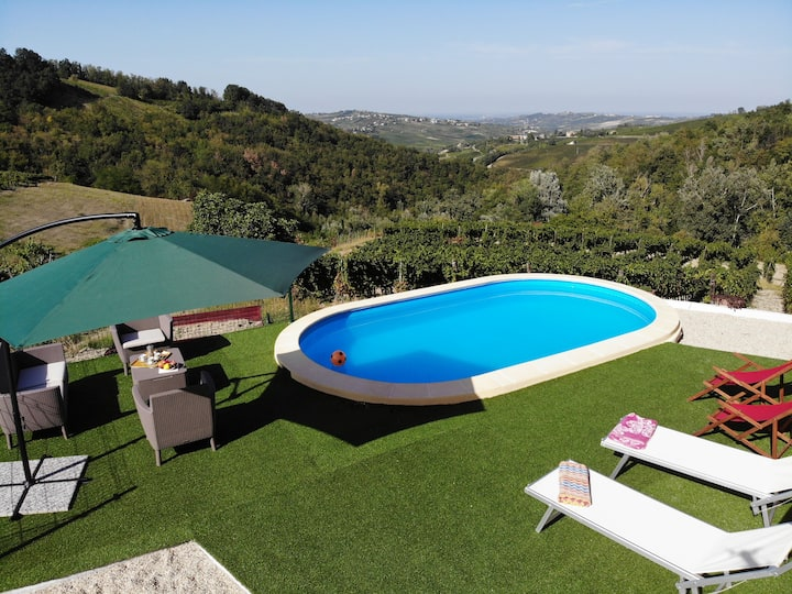 Farmhouse on hilltop & Pool inside Vineyard !