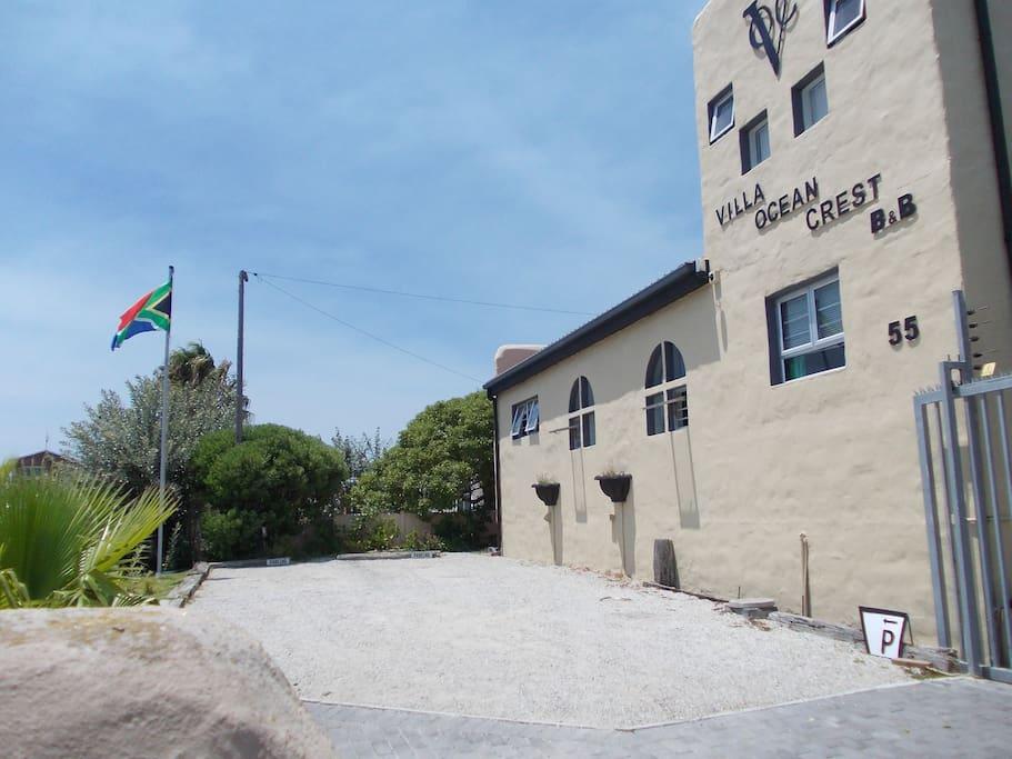 Villa Ocean Crest B & B Parking Area
