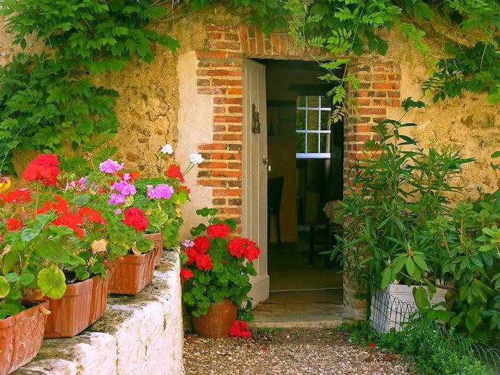 Romantic cottage Les Glycines, Loire Valley