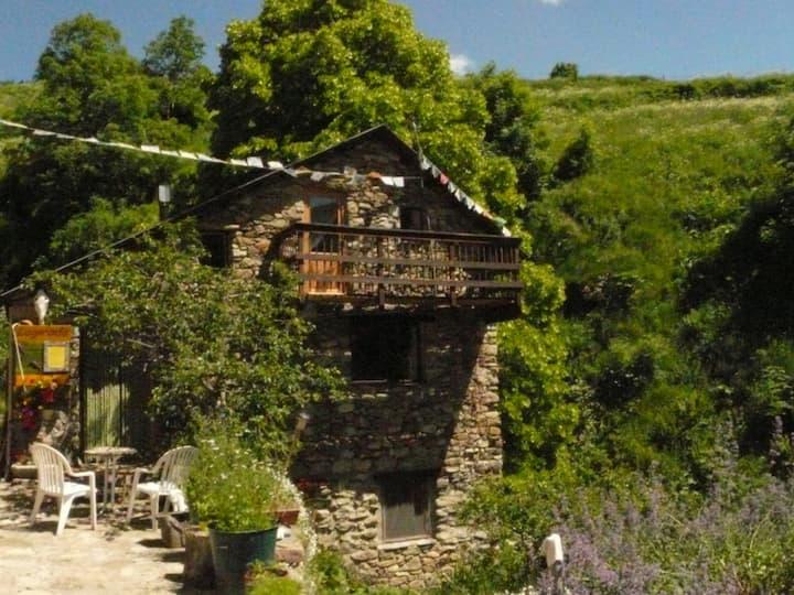 La Girada, stone built Mountain gite at 1500m!