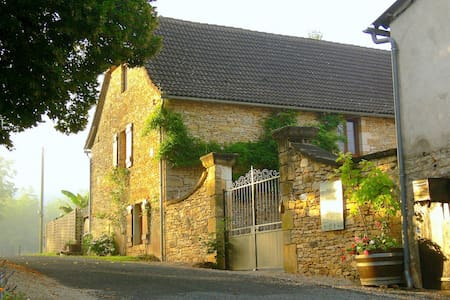 Dordogne stone cottage built 1867