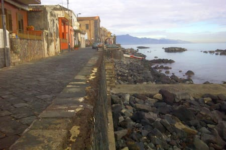 Pistacchio, detached house 30 meters by the sea - Riposto - Maison