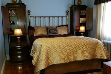 Private Queen Bedroom - スプリングフィールド - 一軒家