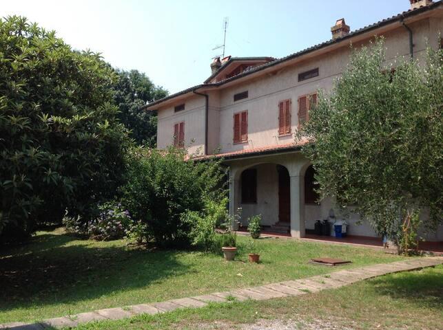 Casa Tessa, huge garden, 6+2 people. Lucca - Capannori - Villa