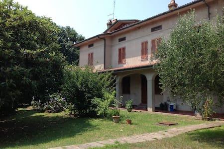 Casa Tessa, huge garden, 6+2 people - Capannori