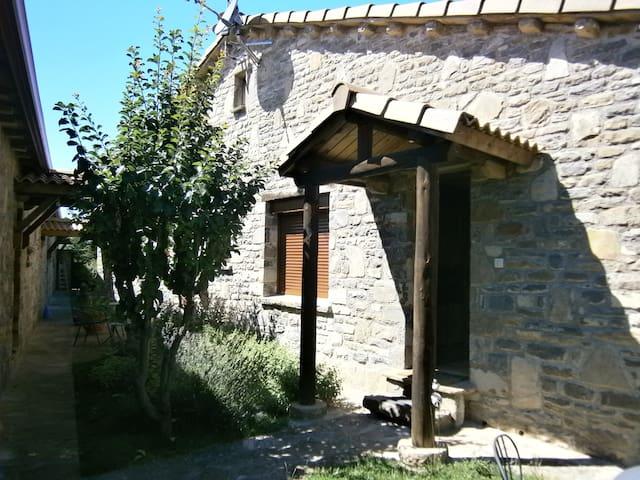 Acogedor Apartamento rural Pirineo - Caldearenas - Appartement