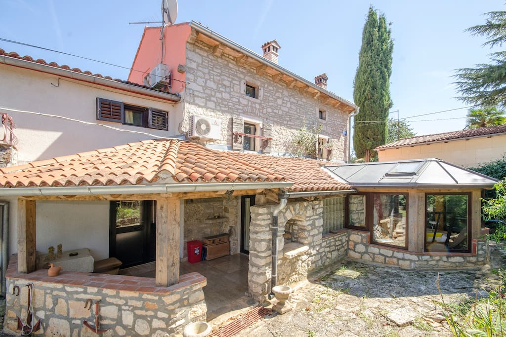 Villa 4 walls front side