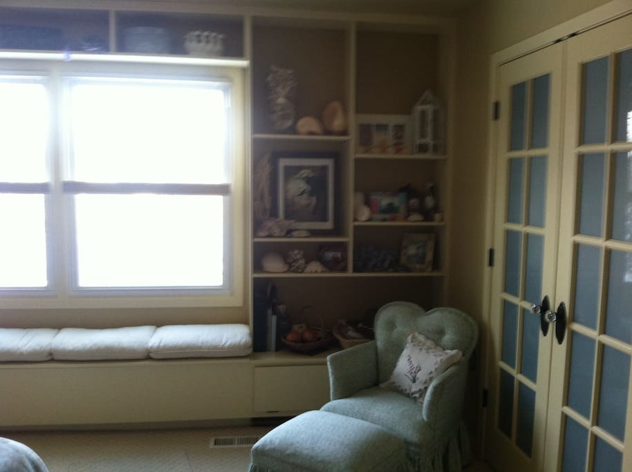 Window bench in Master BR
