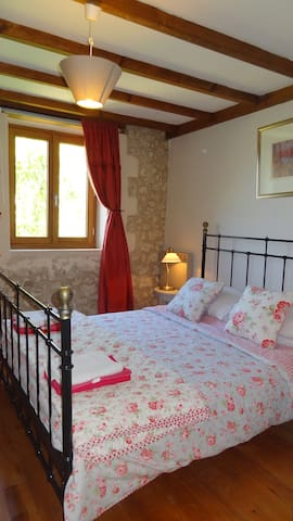 Spacious & Comfortable 3 bedroomed holiday cottage - Allemans - House