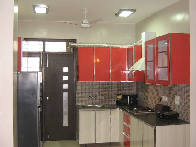 Short Stay 2BHK Brand New Service Apts South Delhi - New Delhi - Apartment