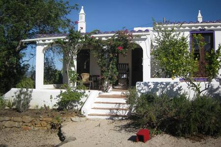 Cottage in the hills of Tavira - Talo