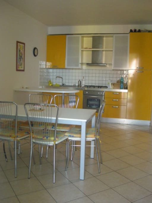 Well equipped kitchen with dishwasher